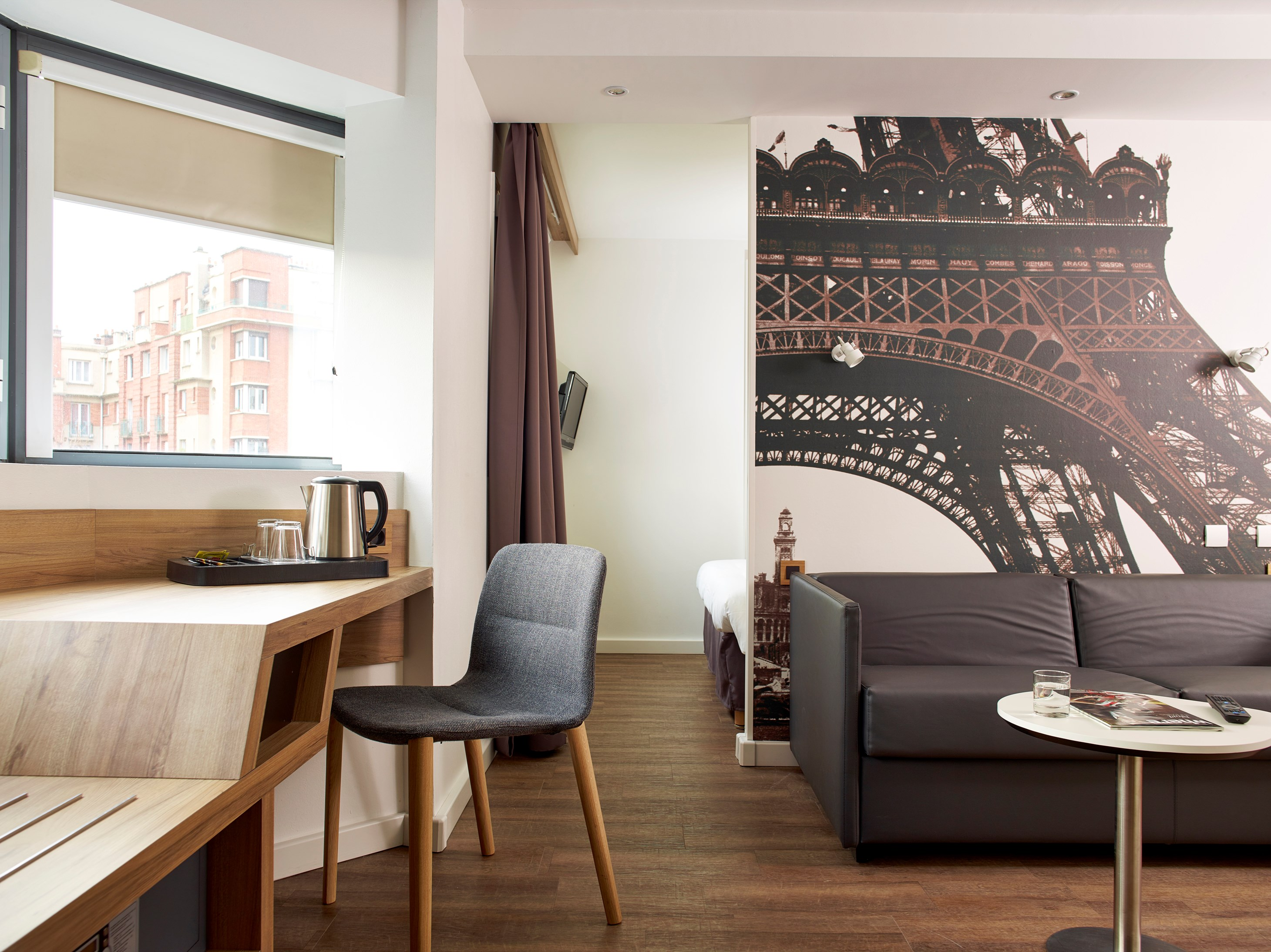 Suites Junior Hôtel Median Paris Porte de Versailles
